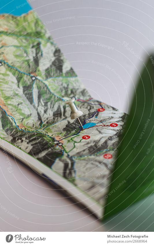 Ferien & Urlaub & Reisen Farbe weiß Straße Ausflug Fotografie Papier planen Symbole & Metaphern zeigen Landkarte Örtlichkeit Entwurf horizontal Anleitung