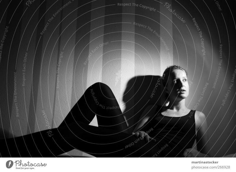 blinded by the light Mensch Jugendliche weiß schön schwarz ruhig Gesicht Erholung feminin Erotik Gefühle Junge Frau träumen Körper liegen Haut