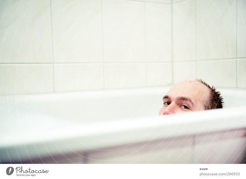 Wo ist meine Quietschi?! Mensch Mann Jugendliche weiß Freude Erwachsene Gesicht Junger Mann Kopf 18-30 Jahre Schwimmen & Baden liegen natürlich maskulin Freizeit & Hobby authentisch