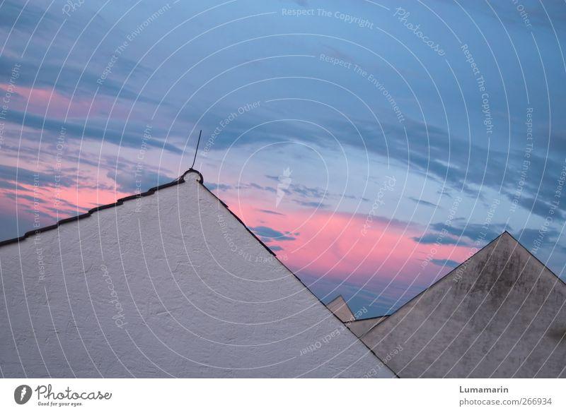 love is in the air Umwelt Himmel Wolken Schönes Wetter Dorf Stadt Skyline Menschenleer Haus Einfamilienhaus Mauer Wand Fassade Dach eckig einfach schön Kitsch