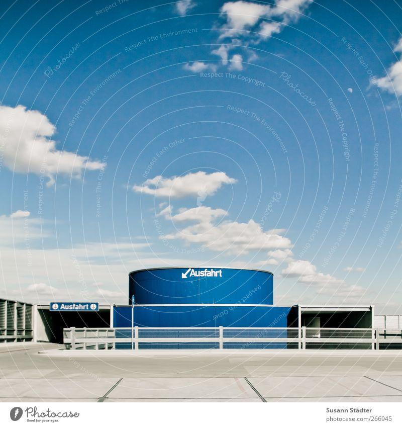 bleiben. Hochhaus Industrieanlage Fassade Verkehrswege rund Ausfahrt Parkhaus Parkdeck Parkplatz frei parken Sonne Freiraum Grafik u. Illustration