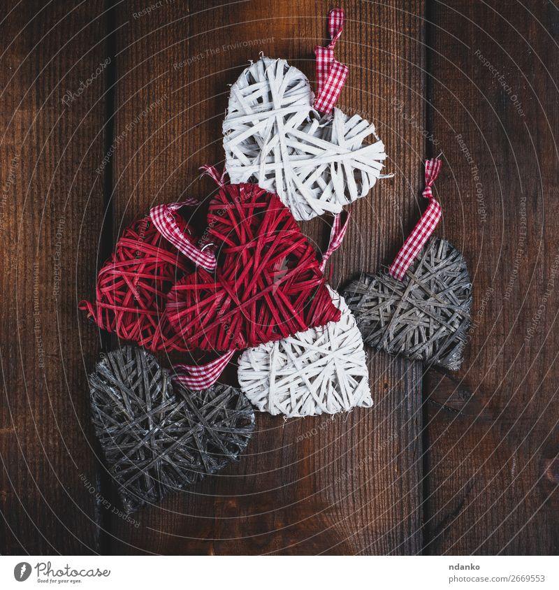 Weidenkorb kleine Herzen auf braunem Holzgrund Design Dekoration & Verzierung Feste & Feiern Valentinstag Weihnachten & Advent Hochzeit alt Liebe retro grau rot