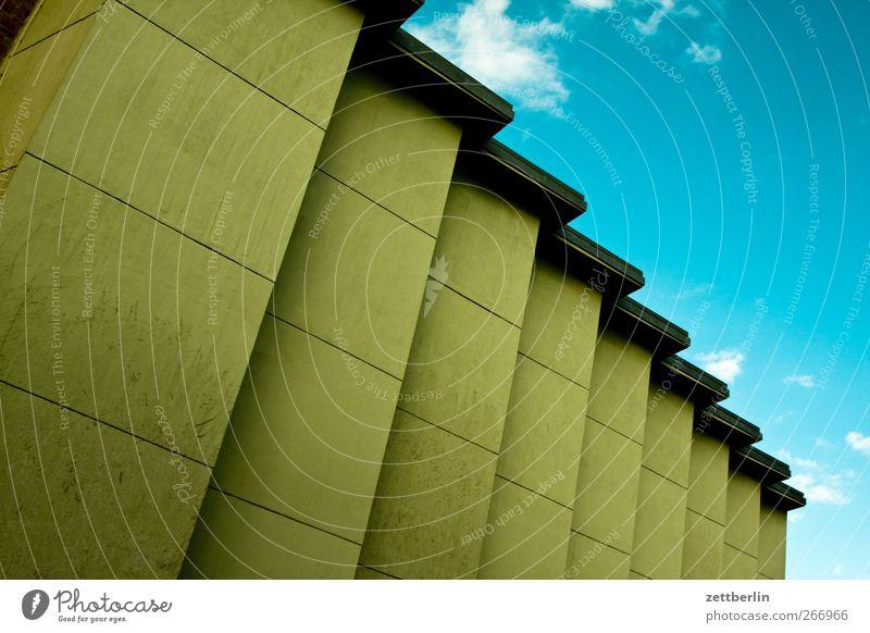 Fassade wallroth Architektur Gebäude Bauwerk Zickzack Zacken Linie Statistik Geometrie Himmel verrückt Neigung Granit Treppe Niveau aufsteigen Abstieg