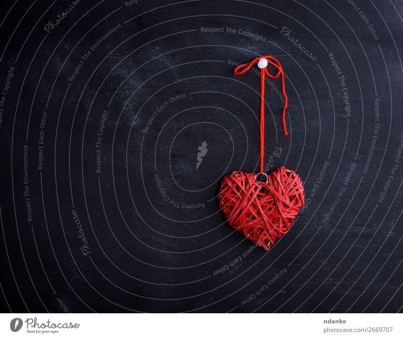 kleines Weidenrotes Herz hängt an einem Seil Design Dekoration & Verzierung Feste & Feiern Valentinstag Hochzeit Holz hängen Liebe retro schwarz Romantik
