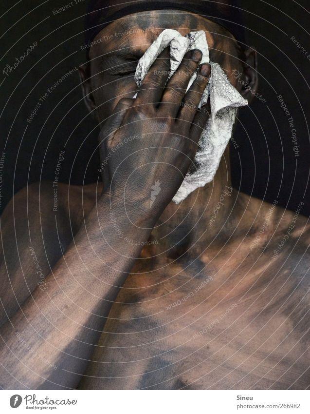 """weiss auf schwarz Mensch Haut Kopf Arme Hand Finger 1 Reinigen Ekel Putztuch Tuch Körpermalerei Körperpflege Schmerz """"Sauberkeit,"""" Reinlichkeit hässlich dunkel"""
