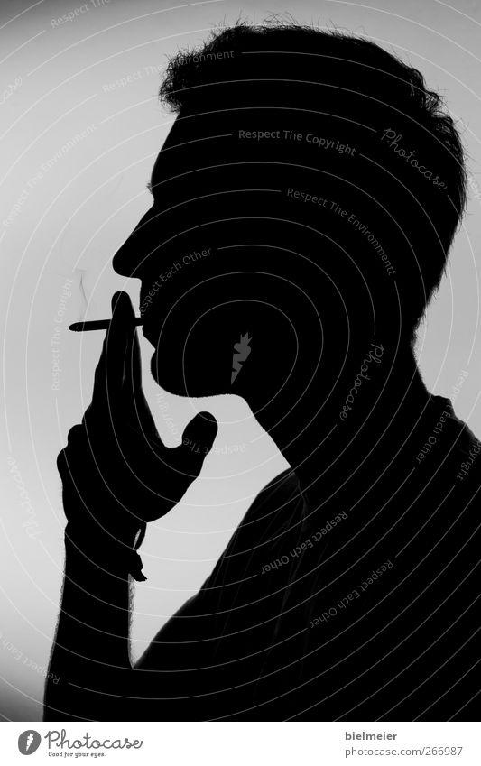 anziehend Lifestyle maskulin Gesicht Mund Hand Finger 1 Mensch 18-30 Jahre Jugendliche Erwachsene Denken Rauchen schwarz weiß Gefühle Glück Zufriedenheit