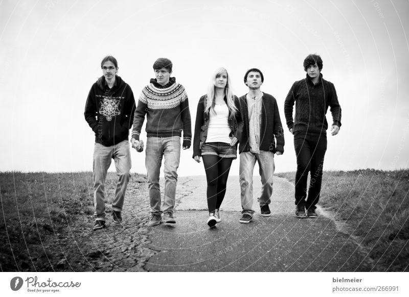 splashing hill Mensch Jugendliche 18-30 Jahre Erwachsene Umwelt Gefühle feminin Gesundheit Menschengruppe gehen Zusammensein maskulin Zufriedenheit Musik