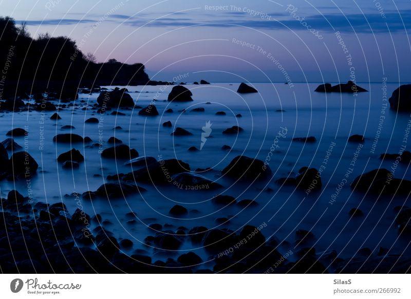 Ostsee blau rot schwarz Stein Felsen rosa Bucht