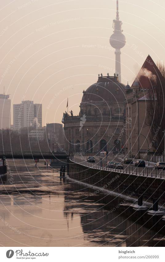 Winterspree Fluss Spree Berlin Bundesadler Europa Hauptstadt Sehenswürdigkeit Berliner Fernsehturm Museumsinsel kalt ruhig Einsamkeit Farbfoto Gedeckte Farben