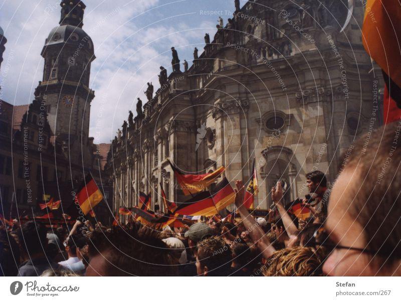 Rudi macht das schon Mensch Menschengruppe Feste & Feiern Deutschland Fußball Fahne Deutsche Flagge Dresden Menschenmenge Fan Sachsen Euphorie Weltmeisterschaft