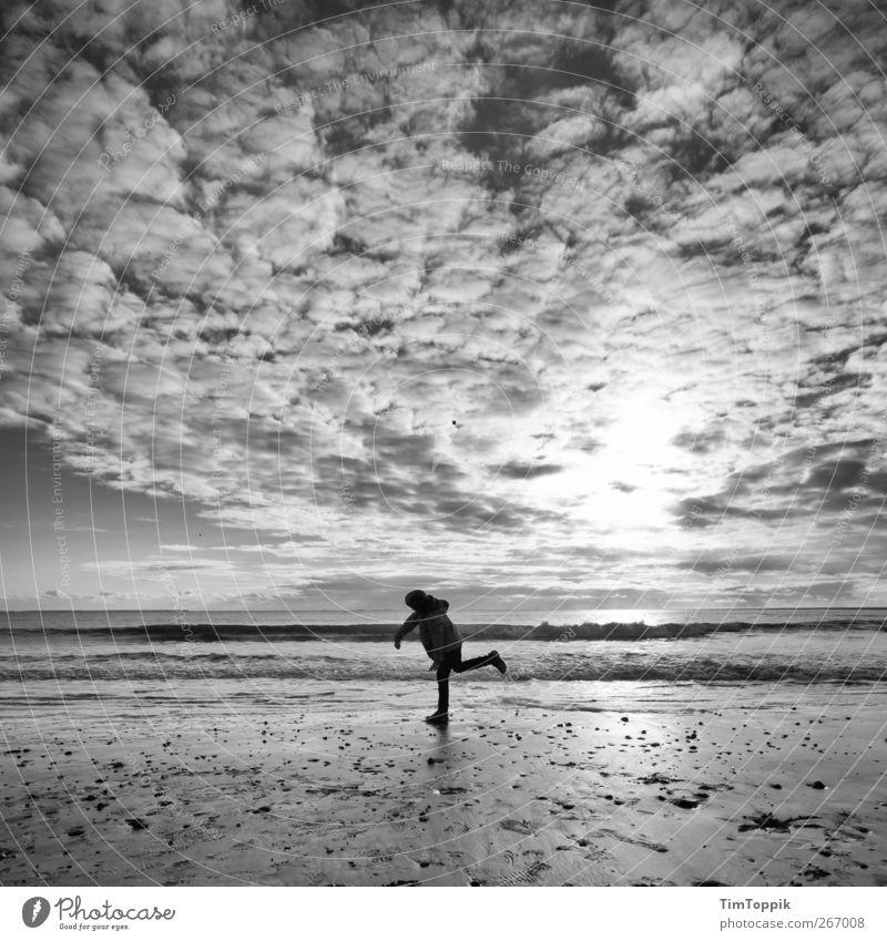 Borkum Bounce #1 Himmel Ferien & Urlaub & Reisen Meer Strand Wolken Erholung Ferne Spielen Horizont Nordsee Abenddämmerung werfen Abendsonne Wolkenhimmel Natur
