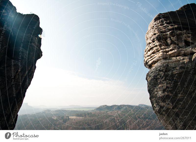 am rande felsen. Himmel Ferne Berge u. Gebirge hell Horizont Zufriedenheit Felsen Schönes Wetter Aussicht Unendlichkeit Ewigkeit bizarr Symmetrie Elbsandsteingebirge Sächsische Schweiz