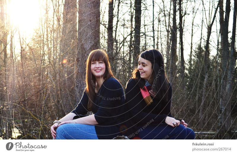 gemeinsam lachen Mensch Natur Jugendliche Hand schön Baum Freude Gesicht Erwachsene Landschaft feminin Frühling Haare & Frisuren Glück Freundschaft