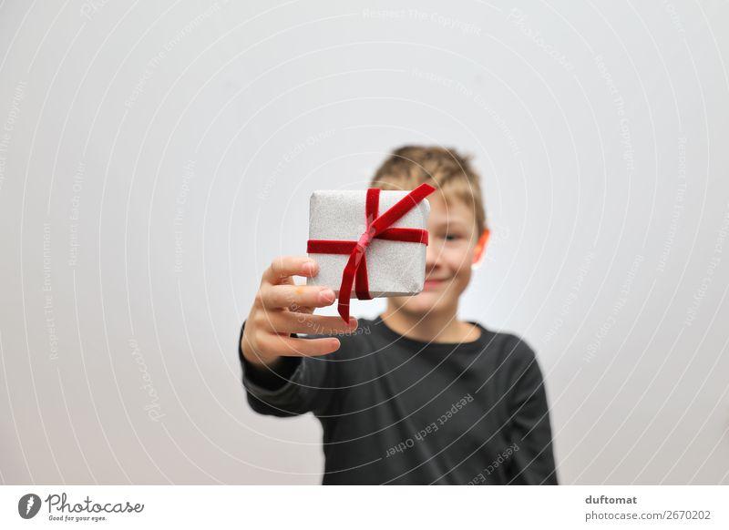 von herzen Kind Mensch Weihnachten & Advent Freude Leben Gefühle Glück Feste & Feiern Junge klein Freundschaft Dekoration & Verzierung maskulin Lächeln