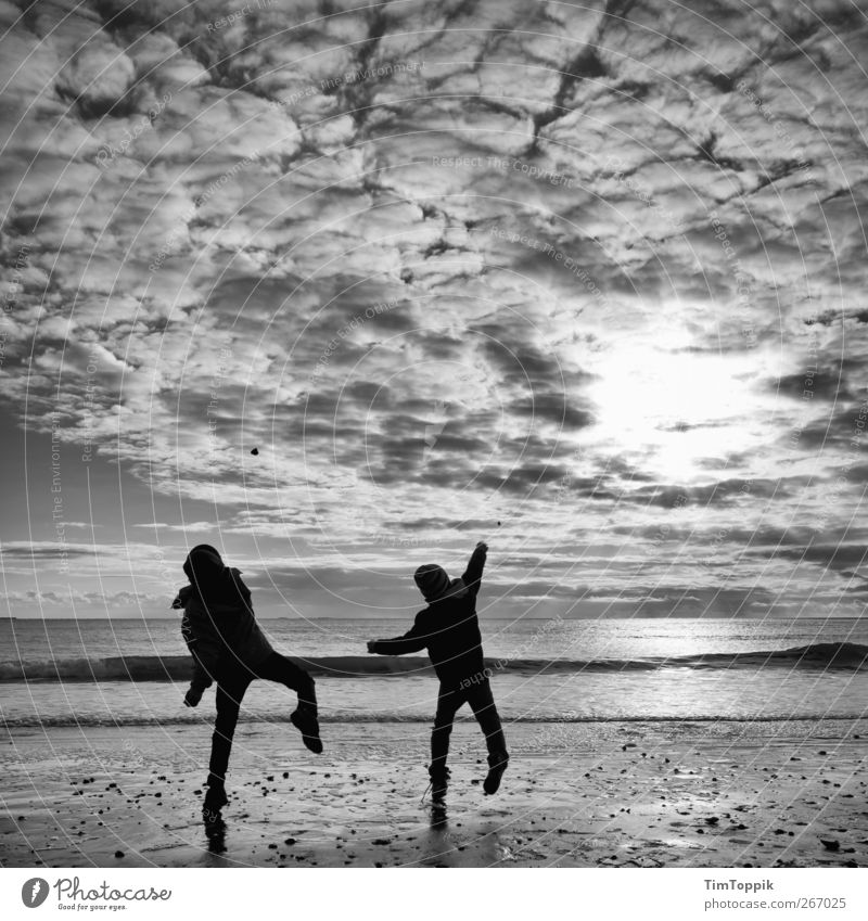 Borkum Bounce #2 Himmel Ferien & Urlaub & Reisen Strand Wolken Ferne Spielen Nordsee Abenddämmerung werfen Abendsonne Wolkenhimmel Küste Urlaubsort