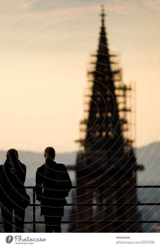 Münstersicht Mensch Frau Stadt Ferien & Urlaub & Reisen schwarz Erwachsene dunkel feminin Architektur Religion & Glaube Gebäude Kirche Tourismus stehen Spitze