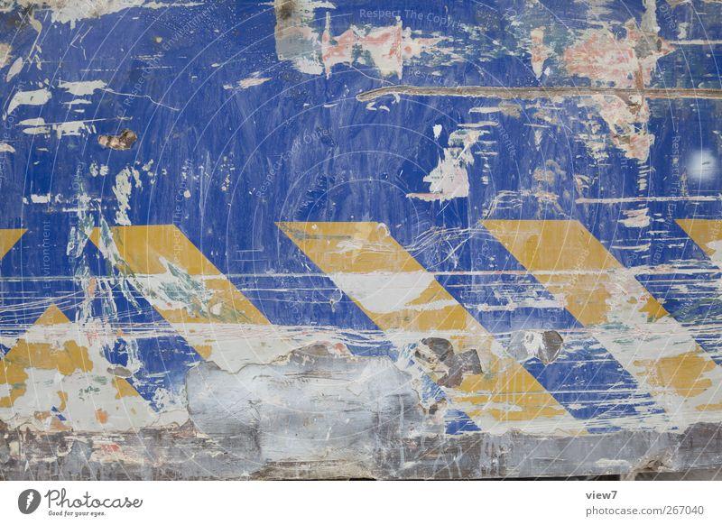 crank alt Farbe Stein Metall Linie Schilder & Markierungen Ordnung Beton Verkehr ästhetisch authentisch Hinweisschild Wandel & Veränderung Streifen Baustelle