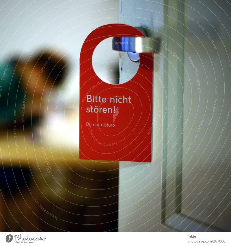 Zeit für Hausaufgaben Freizeit & Hobby Kind Kindheit Jugendliche Leben 1 Mensch Tür Schilder & Markierungen Hinweisschild Warnschild hängen rot Gefühle Stimmung