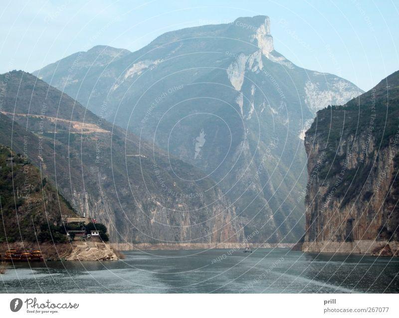Yangtze River Natur Wasser Landschaft Berge u. Gebirge Küste Stein Felsen Nebel natürlich hoch Elektrizität Sträucher Fluss Hügel Gipfel China