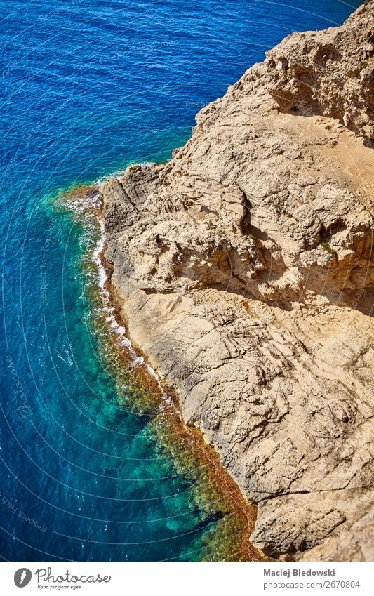 Luftaufnahme einer felsigen Küste, Mallorca. Ferien & Urlaub & Reisen Abenteuer Ferne Sommer Meer Wellen Natur Landschaft Felsen blau Wasser Hintergrund Spanien