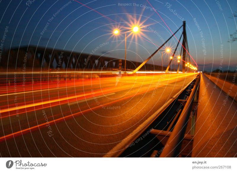 Ghost Rider? blau rot Straße Bewegung gold Verkehr Geschwindigkeit Brücke fahren Straßenbeleuchtung Verkehrswege Autobahn Mobilität Straßenverkehr