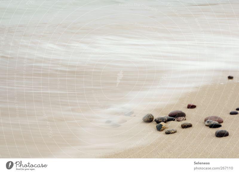 baden gehen Wellness Erholung ruhig Meditation Sommer Strand Meer Insel Wellen Umwelt Natur Landschaft Wasser Küste Stein nass Fernweh Bewegung Kieselstrand
