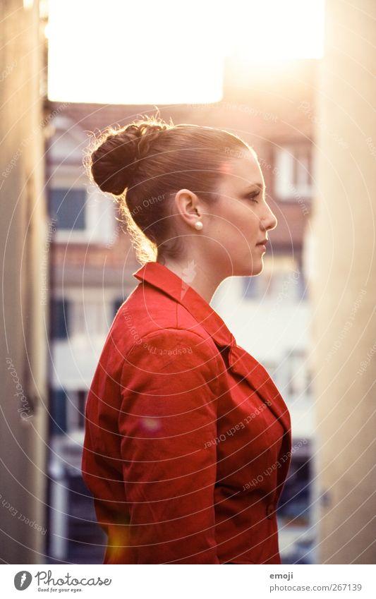 red feminin Junge Frau Jugendliche 1 Mensch 18-30 Jahre Erwachsene schön einzigartig rot Farbfoto Außenaufnahme Tag Licht Kontrast Silhouette Lichterscheinung