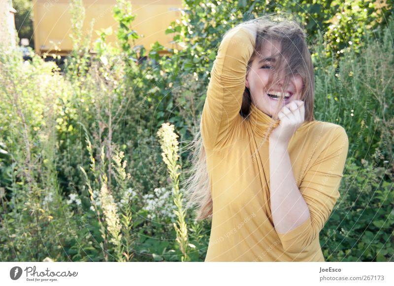 #267173 Stil schön Wohlgefühl Sommer Garten Junge Frau Jugendliche Leben Mensch Natur T-Shirt Erholung festhalten lachen leuchten blond Glück trendy einzigartig