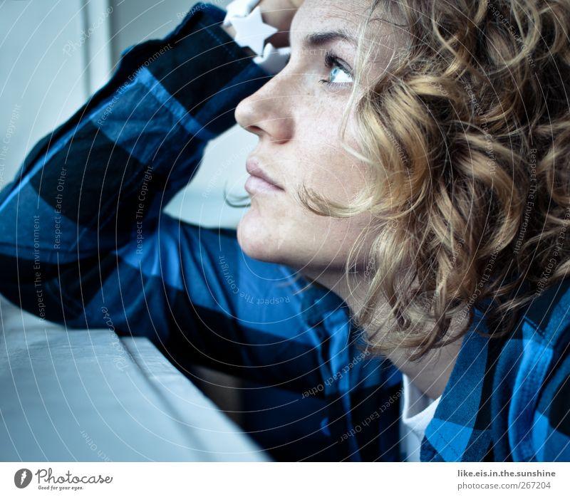 ain't no sunshine when he's gone... Mensch Frau Jugendliche blau schön Einsamkeit Gesicht Erwachsene Erholung feminin Leben Gefühle Haare & Frisuren träumen