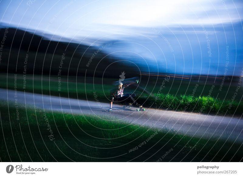 Geschwindigkeitsrausch Mensch Himmel Natur Jugendliche grün Pflanze Wolken Landschaft Wiese Leben Frühling Gras Bewegung Horizont Junger Mann Wetter