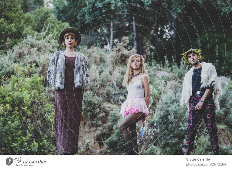 Frau Mensch Natur Jugendliche Junge Frau Junger Mann Landschaft Freude 18-30 Jahre Lifestyle Erwachsene Umwelt feminin Gefühle Stil Mode