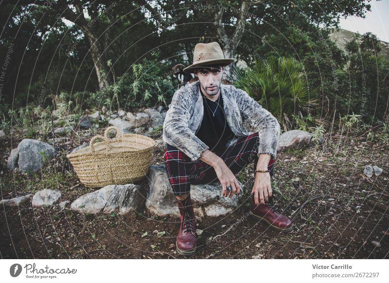 Mensch Natur Jugendliche Pflanze Junger Mann Landschaft Erotik Freude 18-30 Jahre Lifestyle Erwachsene Umwelt Gefühle Stil Design maskulin