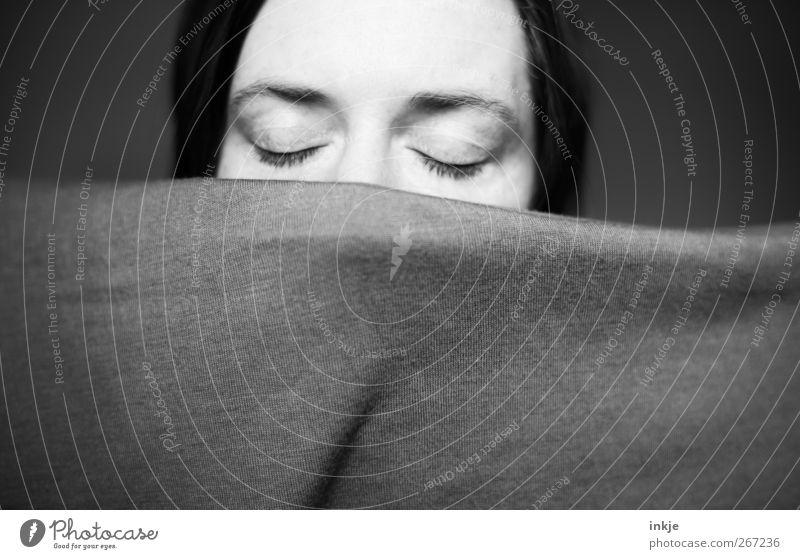sound of silence Mensch Frau ruhig Gesicht Erwachsene Erholung Auge Leben Gefühle träumen Stimmung schlafen Schutz geheimnisvoll Müdigkeit Decke