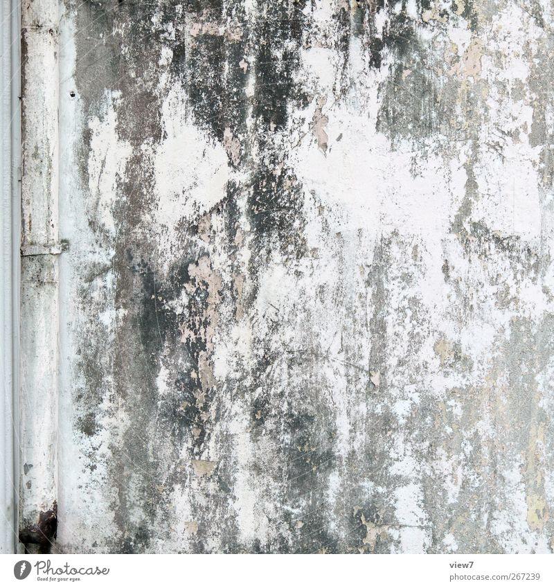 Endzeit Haus Bauwerk Gebäude Architektur Mauer Wand Fassade Stein Beton alt authentisch dunkel einfach grau weiß skurril Verfall Vergangenheit Vergänglichkeit