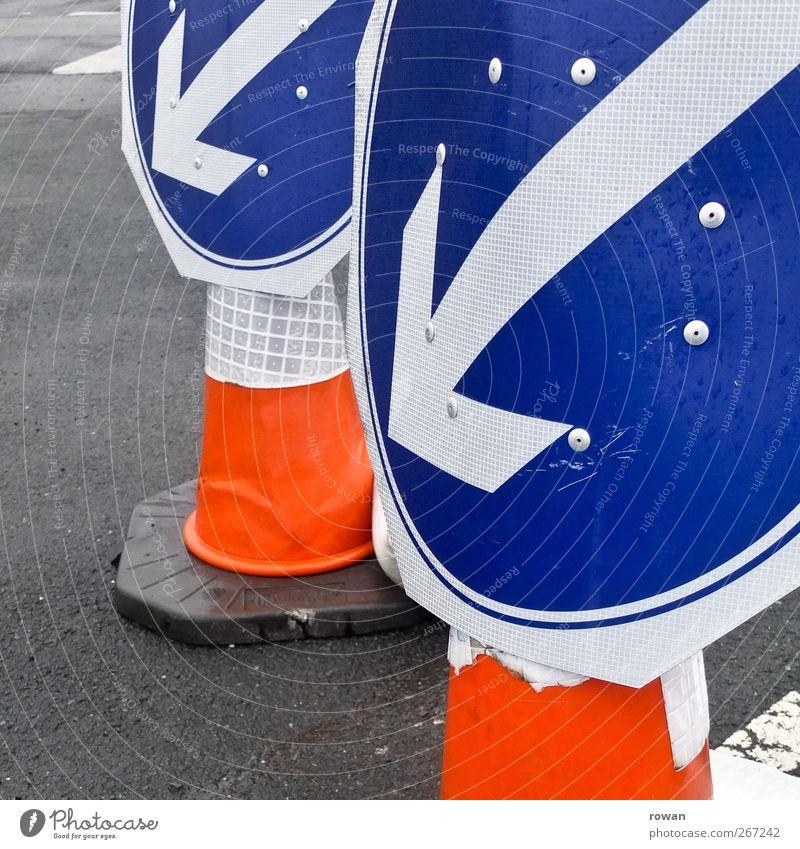 links lang Verkehr Verkehrswege Straßenverkehr Autofahren Verkehrsstau Verkehrsunfall Fahrzeug PKW Zeichen Schilder & Markierungen Hinweisschild Warnschild