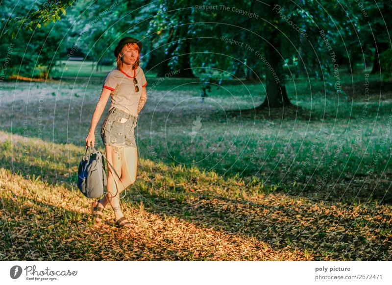 i'm walking - [LS158] Frau Ferien & Urlaub & Reisen Natur Jugendliche Junge Frau Sommer Baum Freude 18-30 Jahre Lifestyle Erwachsene Leben Herbst Umwelt