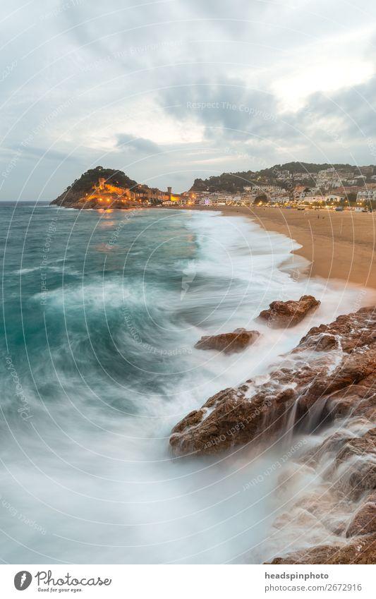 Tossa de Mar und Meer, Spanien, an einem stürmischen Tag Ferien & Urlaub & Reisen Tourismus Ausflug Landschaft Urelemente Wolken Wind Sturm Wellen Küste