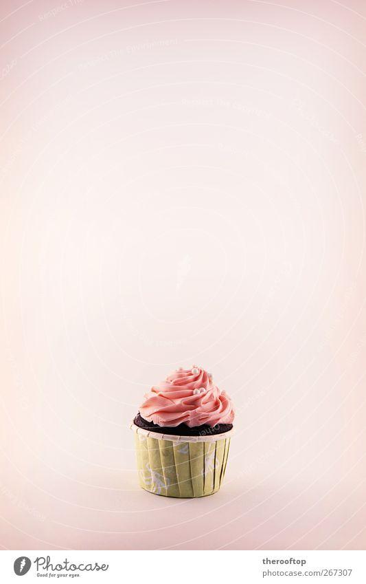 Der Cupcake Lebensmittel Milcherzeugnisse Kuchen Dessert Speiseeis Süßwaren exotisch lecker süß gelb rosa Farbfoto Studioaufnahme Strukturen & Formen