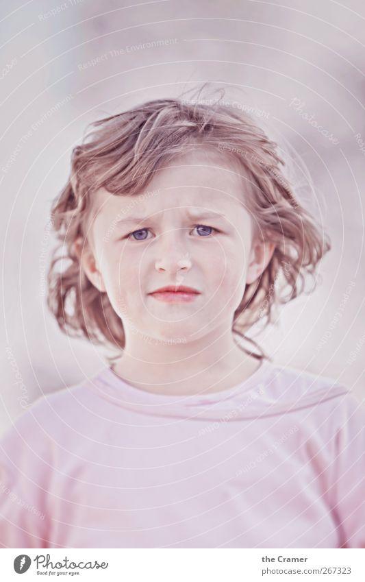 Ein Kind wie ein Gewitter 02 Mensch Kind schön ruhig Freude Mädchen Traurigkeit Gefühle natürlich rosa träumen Angst Kindheit warten beobachten Neugier