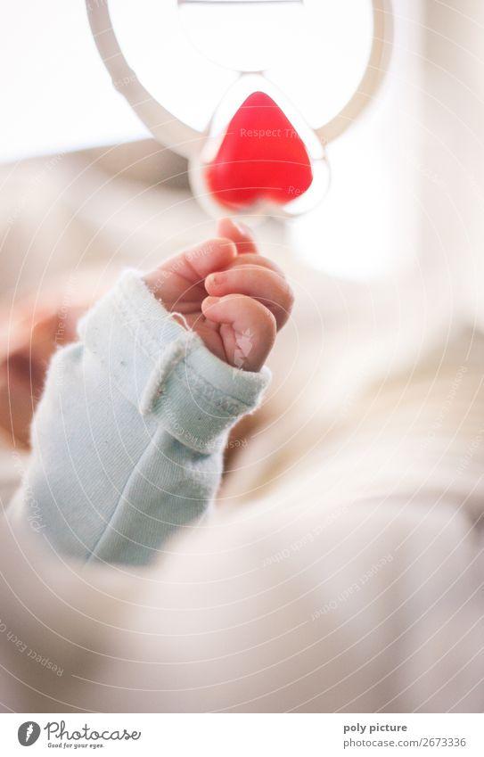 my heart will go on Kind Hand Erholung Leben Liebe Gefühle Familie & Verwandtschaft Spielen Zufriedenheit Freizeit & Hobby Kindheit Herz Arme Zukunft Finger