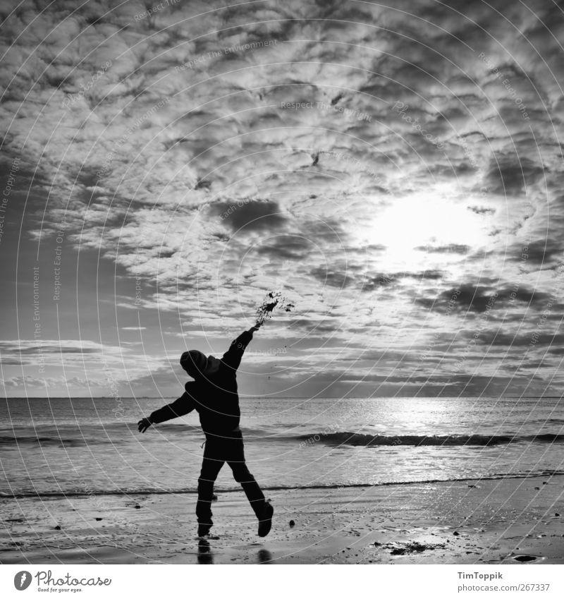 Borkum Bounce #3 Himmel Ferien & Urlaub & Reisen Meer Strand Freude Wolken Erholung Ferne Spielen Nordsee werfen Natur Abendsonne Wolkenhimmel Urlaubsort Urlaubsstimmung