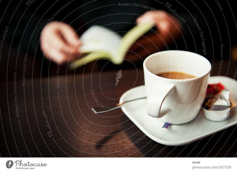Tasse Kaffee Lebensmittel Getränk Löffel harmonisch Wohlgefühl Erholung ruhig Freizeit & Hobby lesen Tisch Hand Buch dunkel braun Pause Wissen Zeit Café