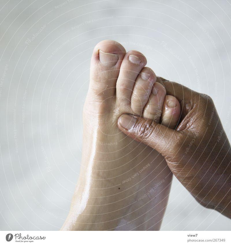 Massage schön Körperpflege Pediküre Kosmetik Arbeitsplatz Haut Hand Finger Fuß 2 Mensch Arbeit & Erwerbstätigkeit gebrauchen berühren machen authentisch einfach