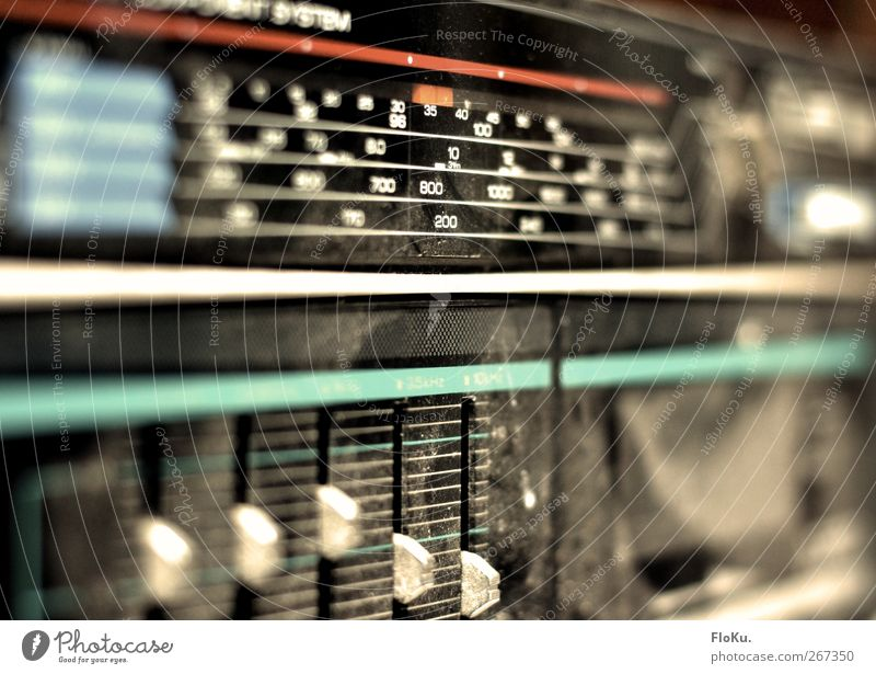 Hi-Fi alt schwarz Musik dreckig kaputt retro Technik & Technologie Kunststoff Medien trashig Radiogerät altmodisch veraltet staubig Radioempfang