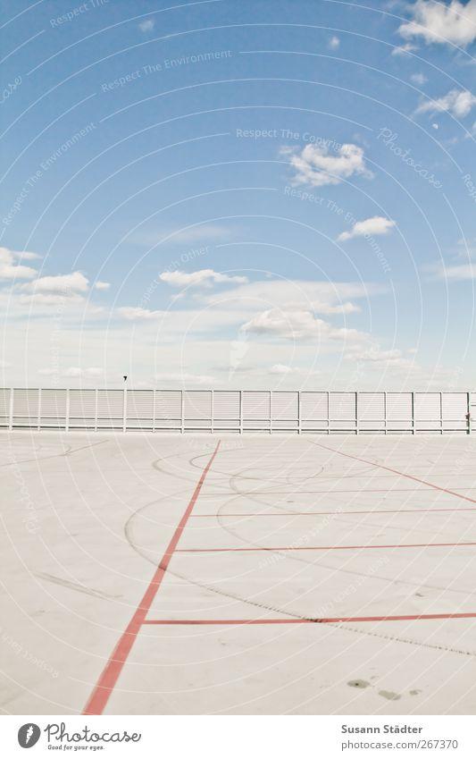 space. Menschenleer Bankgebäude Platz Flughafen Terrasse Dach Verkehrswege frei Parkhaus Parkplatz Parkplatzsuche Parkplatzmangel Wolkenhimmel Schönes Wetter