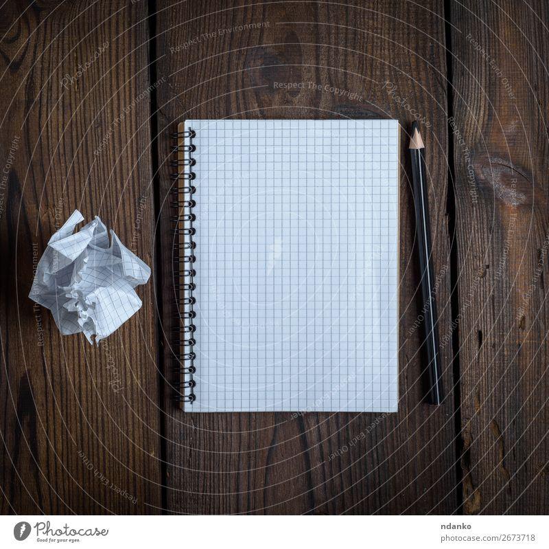 offenes Notizbuch mit weißen Blättern Tisch Schule lernen Büro Business Buch Papier Holz schreiben braun schwarz Bleistift Hintergrund blanko Checkliste Entwurf