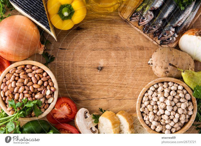Gesunde Ernährung. Mediterrane Ernährung. Obst und Gemüse Mittelmeer Diät Gesundheit Lebensmittel Foodfotografie Frucht Fisch Getreide Nuss Oliven Erdöl Tisch