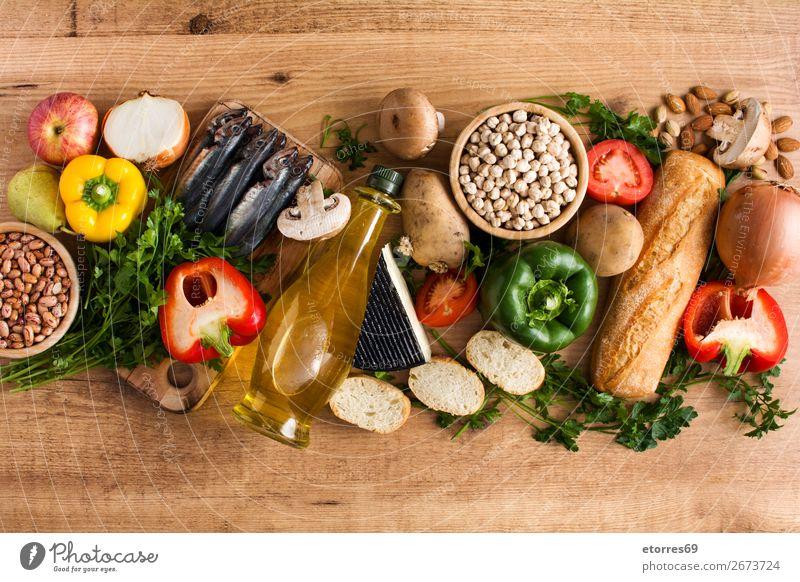 Gesunde Ernährung. Mediterrane Ernährung. Obst und Gemüse mediterran Diät Gesundheit Lebensmittel Foodfotografie Frucht Fisch Getreide Nuss Oliven Erdöl Tisch