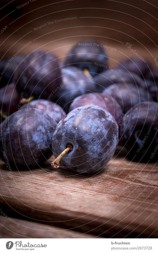 Zwetschgen Lebensmittel Frucht Bioprodukte Vegetarische Ernährung Gesunde Ernährung Küche Herbst wählen frisch Gesundheit blau Pflaume Steinfrüchte viele