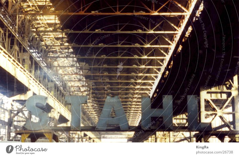 Stahl Industrie Buchstaben Stahl Rost Lagerhalle Träger Stahlwerk